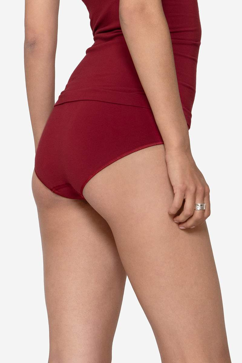 Red nursing top in Organically grown bamboo  with a built-in bra - Seen from behind