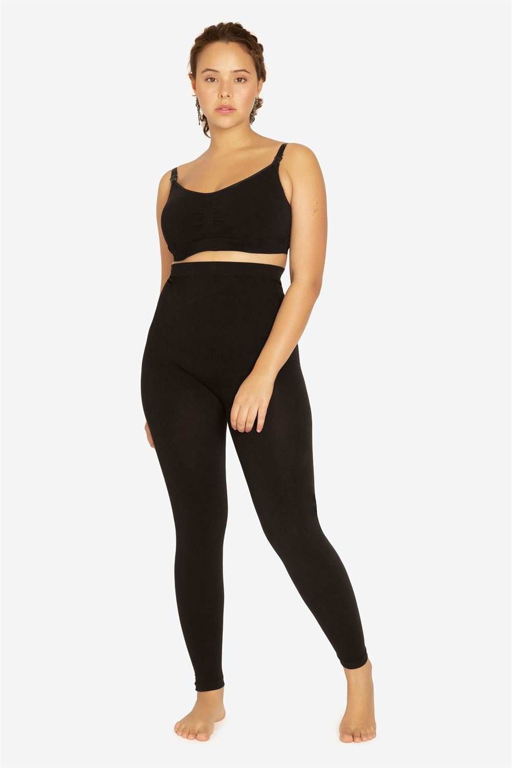 Black maternity leggings for pregnant women - In Organic bamboo - On plus size model