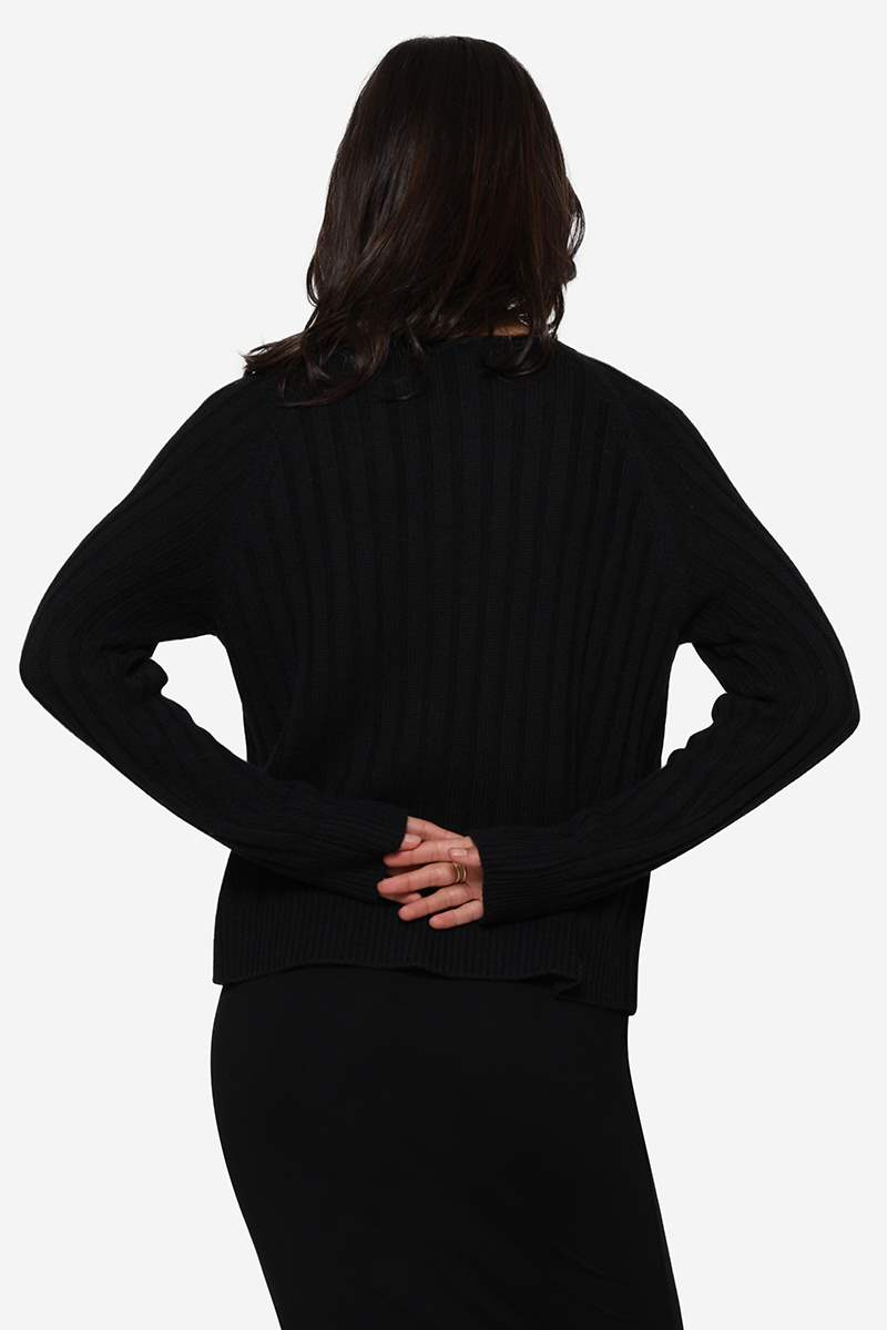 Black nursing blouse in rib knit and Merino wool - Seen from behind