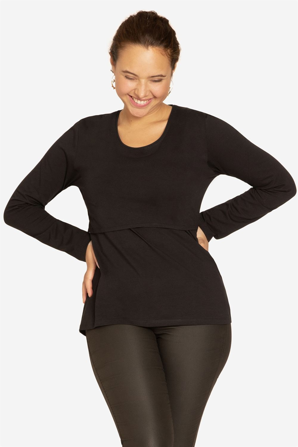 Black classic nursing top made of organic cotton - seen on plus size model
