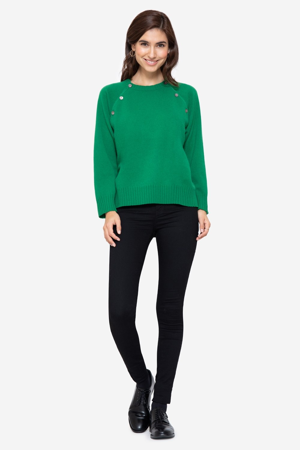 Soft green cashmere nursing jumper with buttons access, full figur