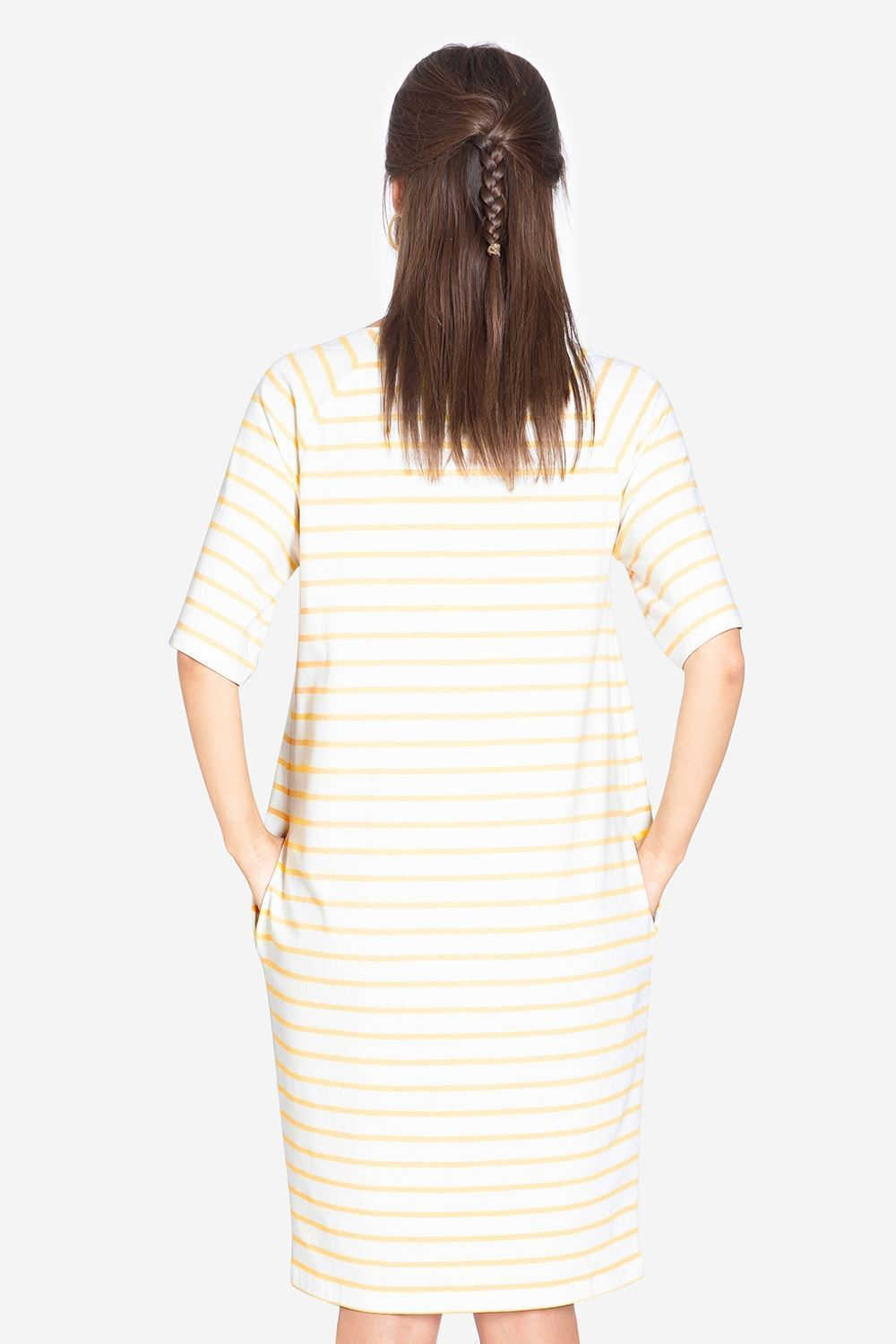 Loose yellow stribed breastfeeding dress -  Seen from behind
