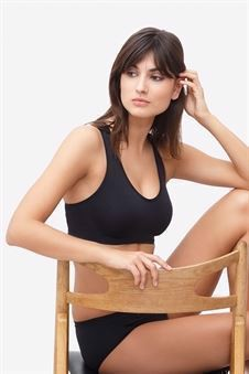 Black nursing bra for night and day in Organically grown bamboo - in motion
