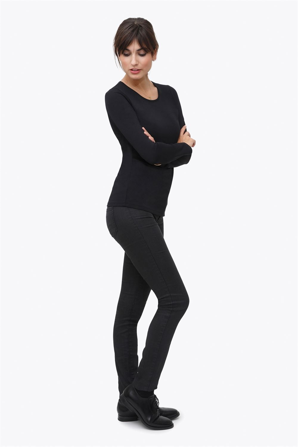 Black classic nursing top made of organic cotton - Seen in full figur