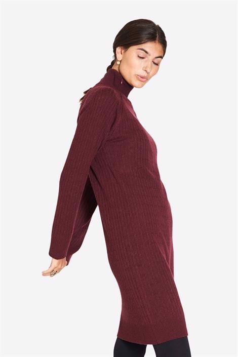 Burgundy nursing dress in wool and cable knit, full-lenght